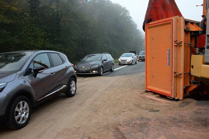 Der Verkehr wurde einspurig an der Unfallstelle vorbeigeführt.