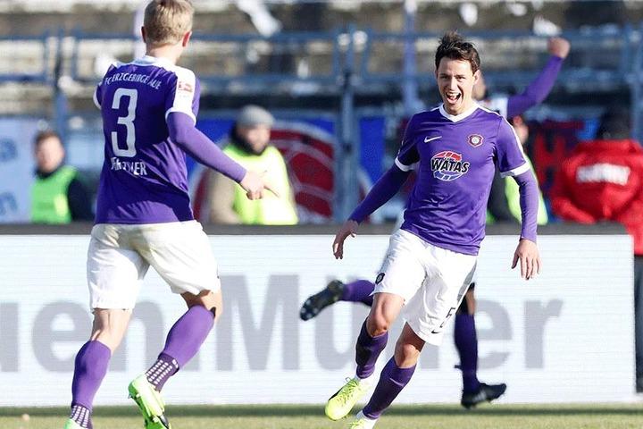 Sebastian Hertner und Clemens Fandrich (re.) nach dem Treffer zum 1:0 gegen Heidenheim durch Pascal Köpke.