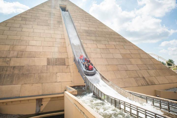 Im Inneren der Pyramide (Themenwelt: Tal der Pharaonen) findet Ihr die Grabkammer des Grauens.