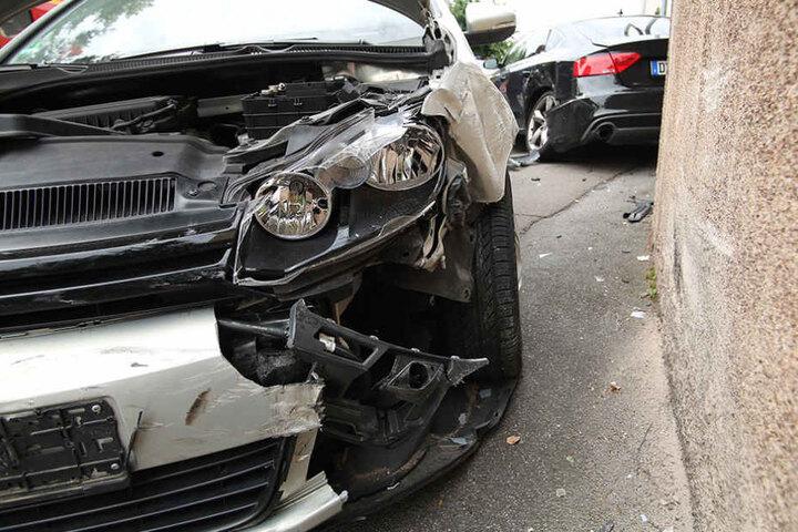 Die Frau gab an, dass ihr Wagen einen Defekt hatte, der zum Unfall führte. Die Polizei ermittelt.