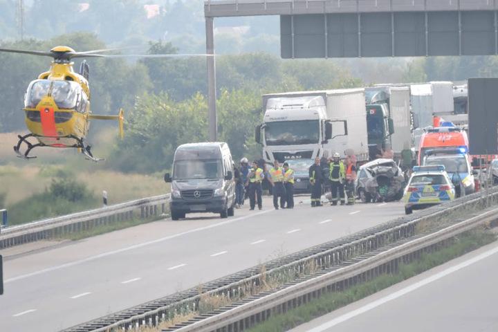 Gegen 17 Uhr hob der Rettungshubschrauber von der A38 ab.