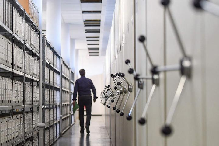 Allein im Archiv der Außenstelle Dresden lagern auf 8239 Regalmetern Stasi-Unterlagen und drei Millionen Karteikarten.