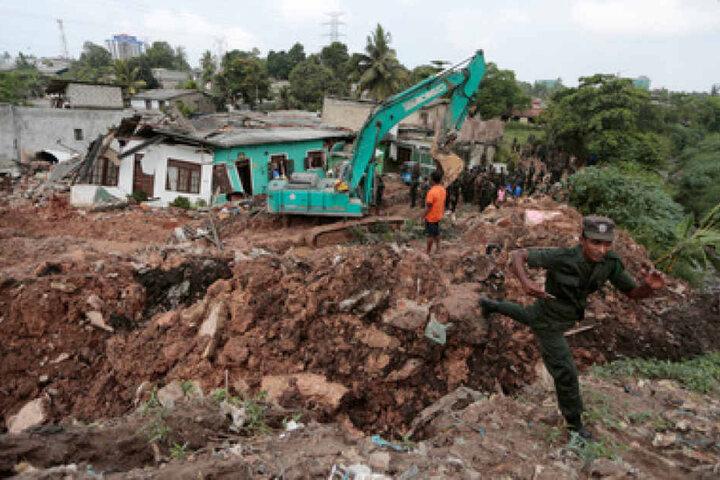 Polizei und Armee sind am Unglücksort, um noch vermisste Menschen zu bergen.