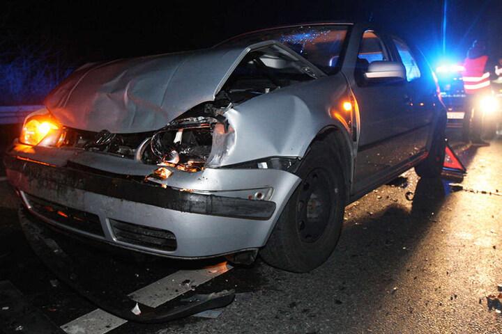 Der Volkswagen-Fahrer raste in eine Schlange wartender Autos.