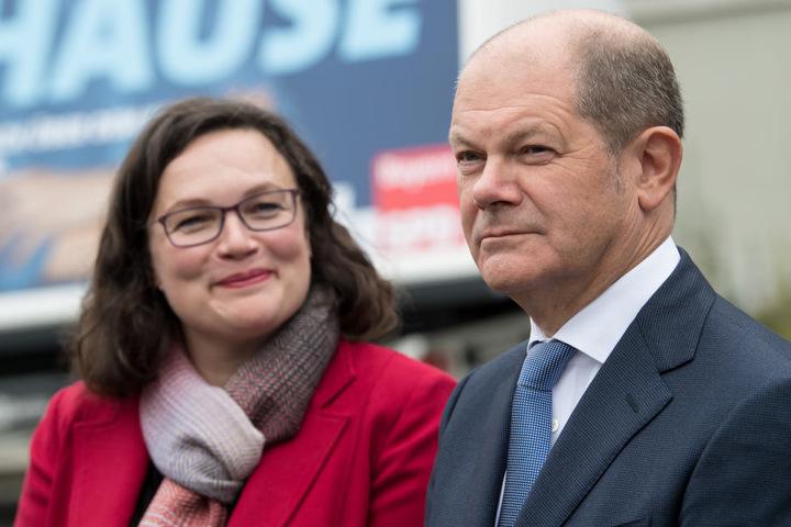 Dabei als Begleitung: Olaf Scholz, der hier zusammen mit Andrea Nahles (SPD) zu sehen ist.
