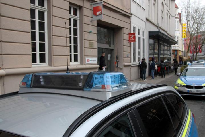 Die Polizei rückte mit mehreren Streifenwagen an.