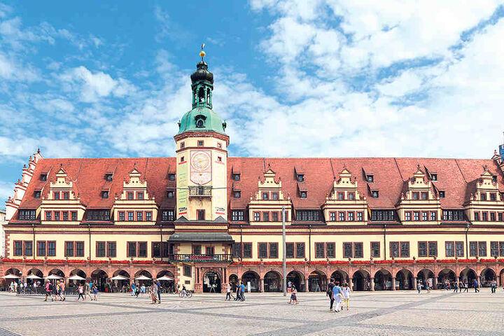 Im Alten Rathaus werden sievon Ministerpräsident Stanislaw Tillich (56, CDU) empfangen.
