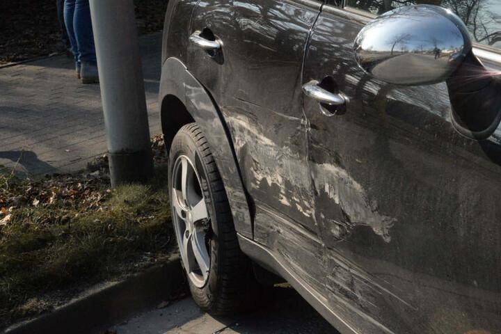 Zuvor crashte der BMW in das Heck des Minis.