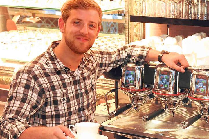 Clemens Eisold (28) freut sich riesig, dass sein neues Café Toscana heute  endlich öffnet.