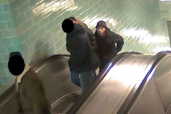 Tatort war in der U-Bahn-Station Gesundbrunnen, Übergang zur U8.