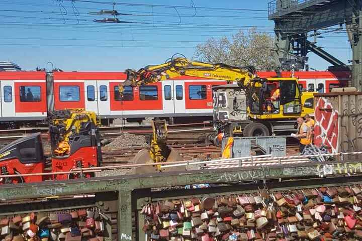 Die Deutsche Bahn bringt rund um den Kölner Hauptbahnhof Gleise und Weichen auf Vordermann.