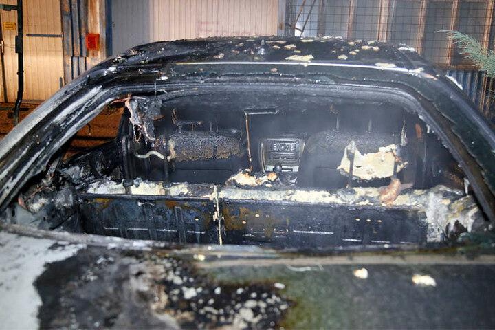 Der Citroen wurde bei dem Feuer komplett zerstört.