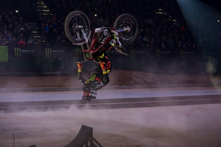 Die Biker werden Ihnen mit ihren Stunts den Atem rauben!