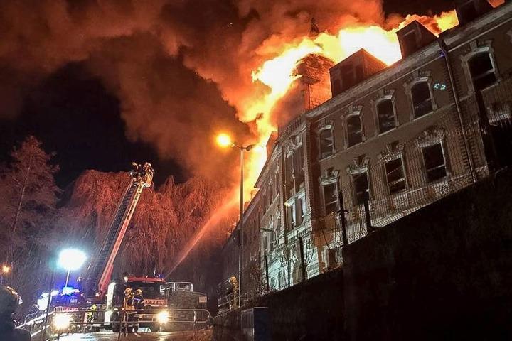 Ende November stand die ehemalige Fabrik lichterloh in Flammen.