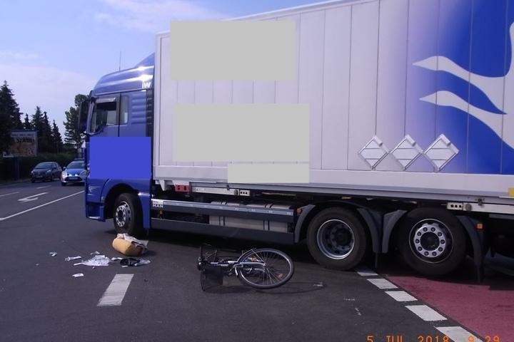 Der Radfahrer verletzte sich beim Unfall dabei schwer.