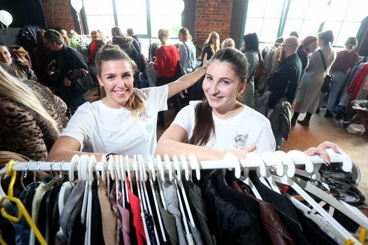 Erfinderinnen des Fashion-Bazaars: Isabell Köder (24,  links) und Cecilia Mlayeh (26) können sich vor Bewerbern kaum retten.