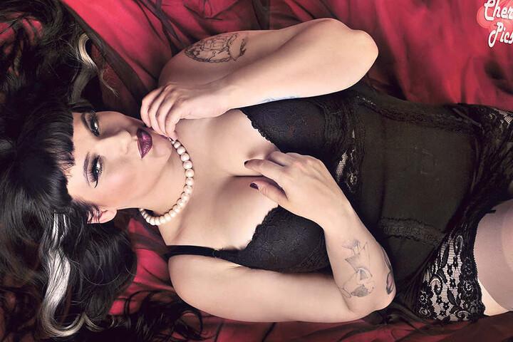 Mit diesem sexy Bild kämpft Elisa Magdalena Rita bei Hitradio RTL um  Stimmen.