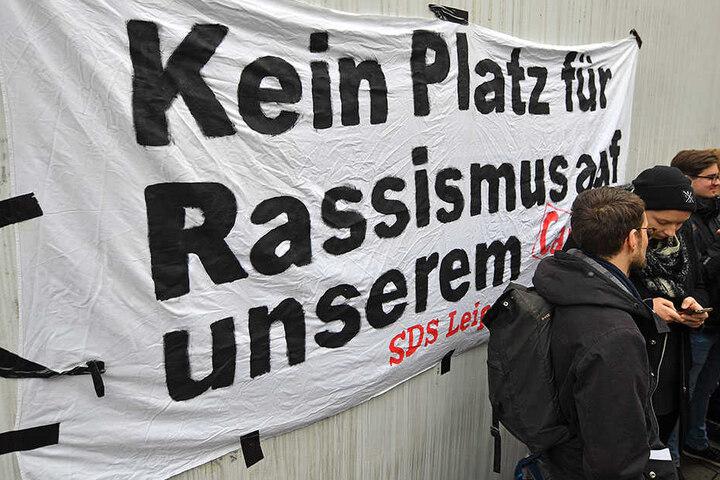 """Die Initiative """"Rauscht ab"""" ruft zur """"Jagd"""" auf Rassisten an deutschen Unis auf."""