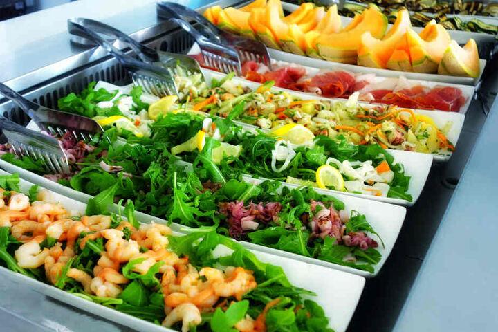 Dieses Buffet würde in der veganen Mensa leider durchfallen! (Symbolbild)
