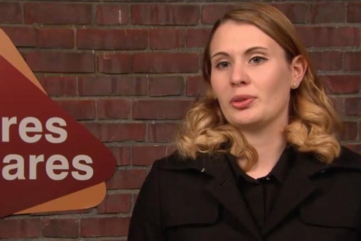 Eigentümerin Anne möchte ihre Brosche bei Bares für Rares verkaufen.