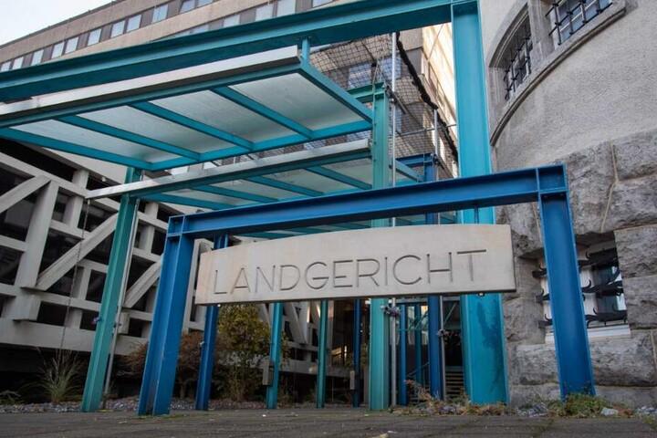 Der Prozess findet vor dem Bielefelder Landgericht statt.