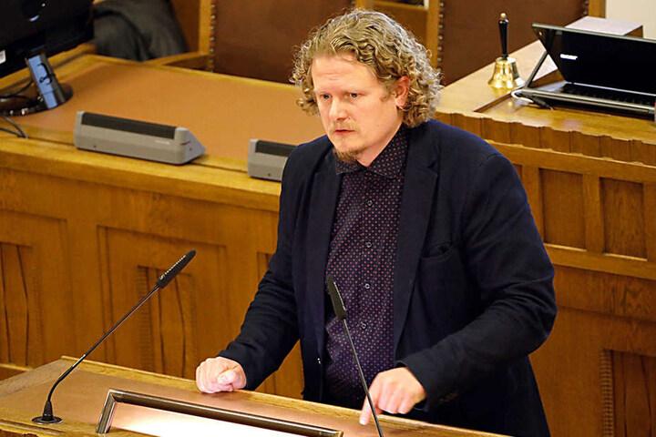 Lars Fassmann (40, Piraten) fühlt sich durch die Bundeswehr-Tram an SS-Zeiten erinnert.