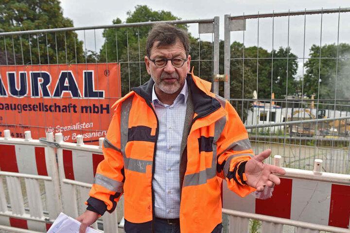 Dresdens Straßenbauamts-Chef Reinhard Koettnitz (61) konnte die Gaga-Ampel  endlich abbauen.