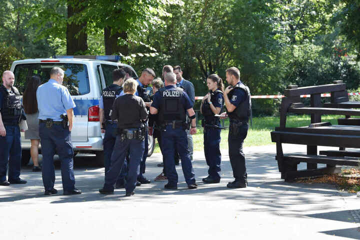 Ein Mann hat in Berlin-Moabit einen 40-Jährigen mit zwei Schüssen in den Kopf getötet.