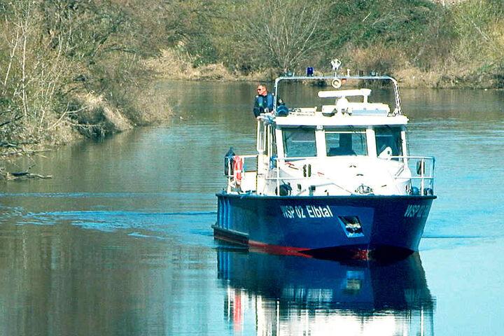 Montagvormittag war die Wasserschutzpolizei zwischen der Marienbrücke  und Niederwartha auf der Suche nach Philipp.
