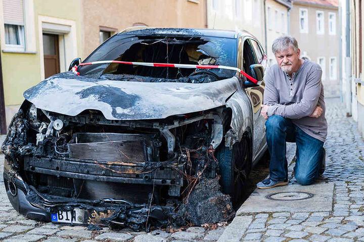 Techniker Frank Lehner (54) ist fassungslos über den Brand seines neuen Renaults.