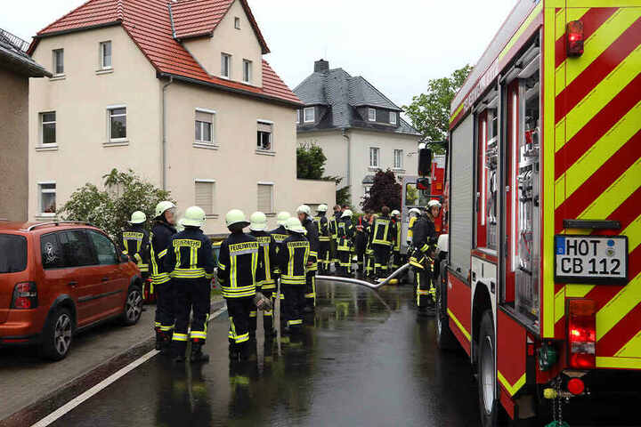 Die Feuerwehr konnte den Brand schnell löschen, doch für den 16-Jährigen kam jede Hilfe zu spät.