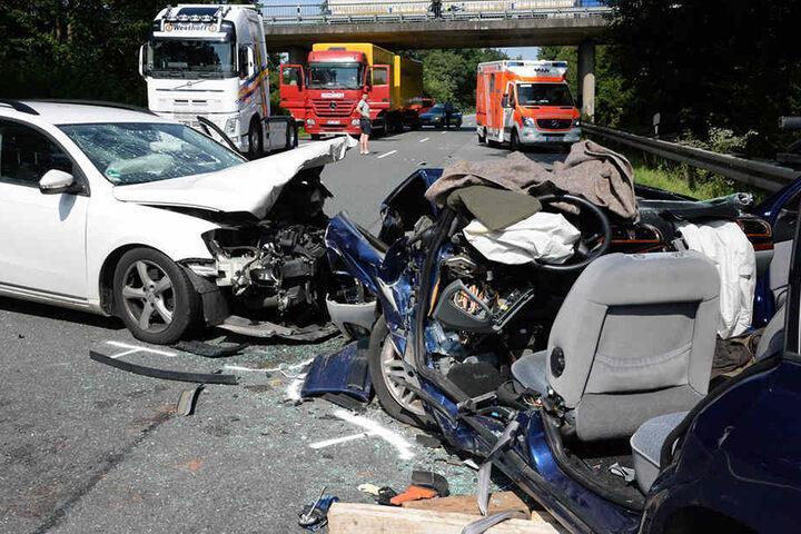 Vom Peugoet war nach dem Crash nicht mehr viel übrig.