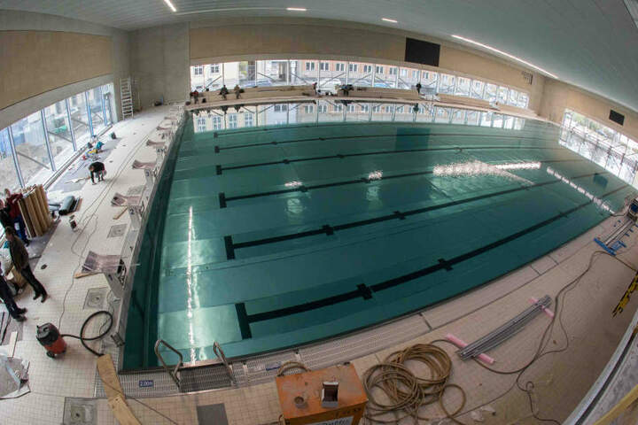 Der Schwimmhallen-Neubau an der  Freiberger Straße soll am 13. Dezember eröffnet werden.