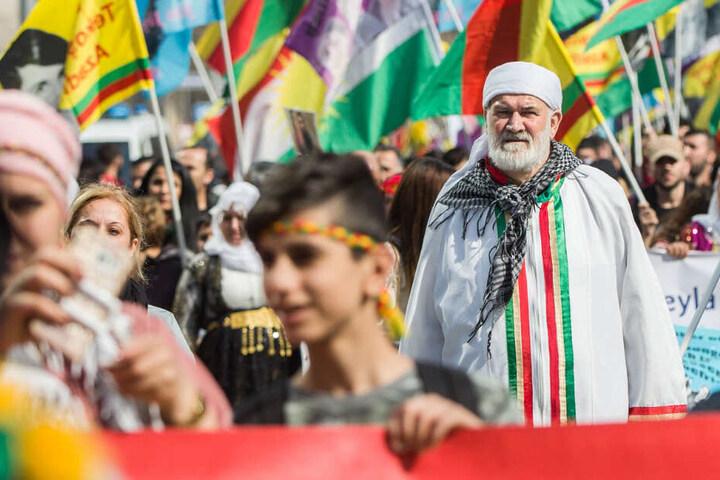 Die Polizei zählte etwa 15.000 kurdische Demonstranten in Frankfurt.