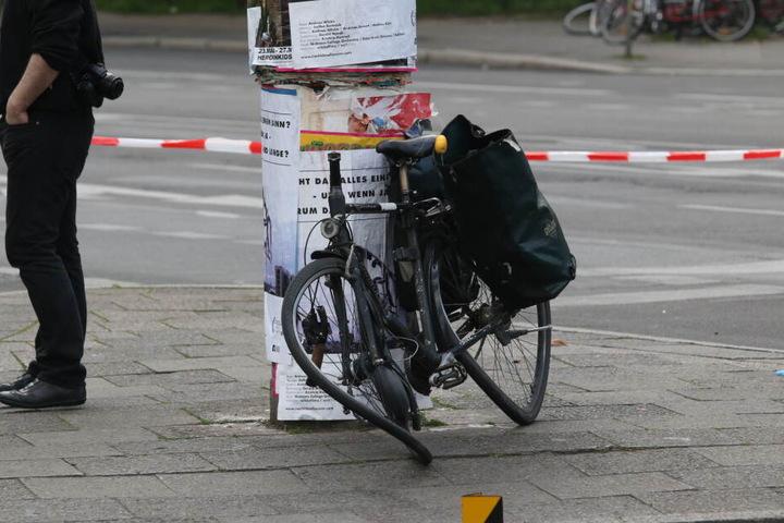 Die Radfahrerin wurde mit lebensbedrohlichen Verletzungen in ein Krankenhaus eingeliefert.