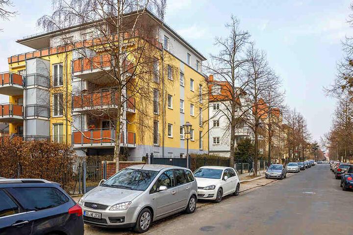 Auf der Behrischstraße hat die Rentnerin mit ihrem Auto drei Fahrzeuge gerammt.
