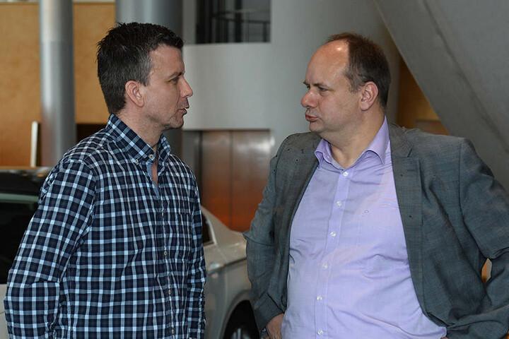 Alexander Waibl (hier mit Oberbürgermeister Dirk Hilbert) und sein Verein hoffen auf Hilfe von der Stadt, um die Kosten des Videobeweises tragen zu können.