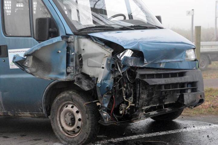 Die 59-Jährige krachte wegen der eingeschränkten Sicht gegen die Front eines Transporters.