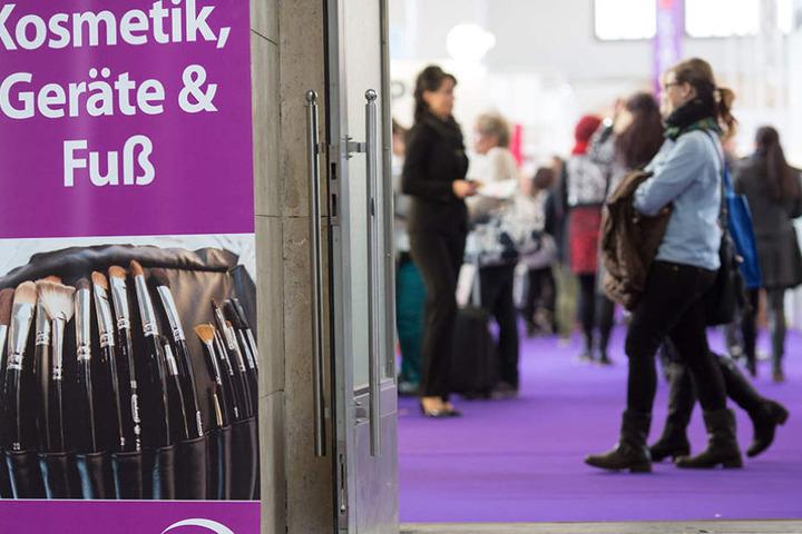 Die Cosmetica findet auf dem Messe-Geöände statt. Dort werden unter anderem aktuelle Trends und neue Produkte vorgestellt.