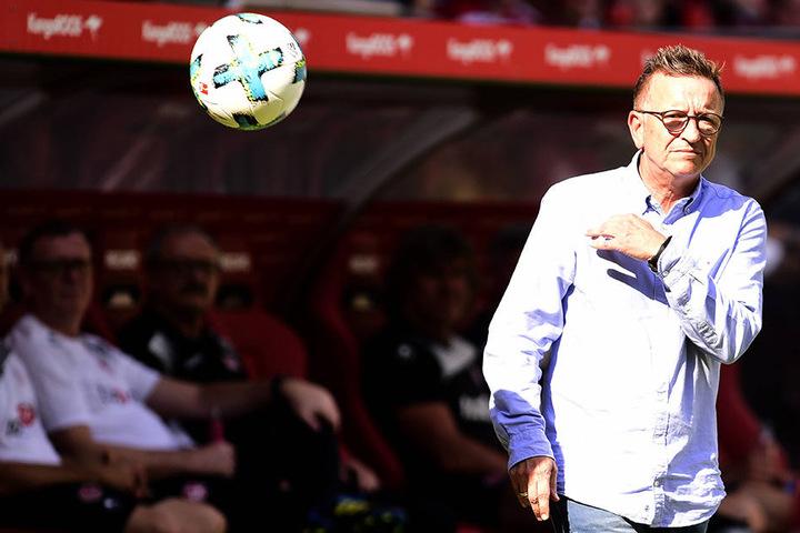 Am 15. Spieltag Ende November trifft der DSC auf seinen ehemaligen Coach Norbert Meier, zunächst auf dem Betzenberg.