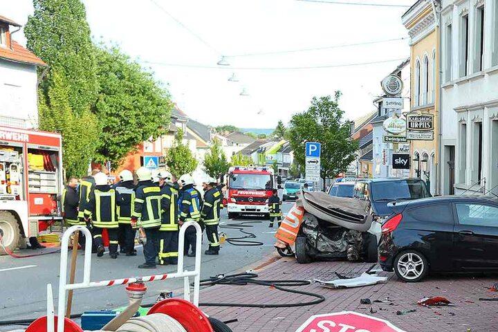 Eine Frau (43) kam ums Leben und ein zwölfjähriges Kind wurde schwer verletzt. Anschließend rammte er drei weitere Fahrzeuge - vier weitere Menschen wurden leicht verletzt.