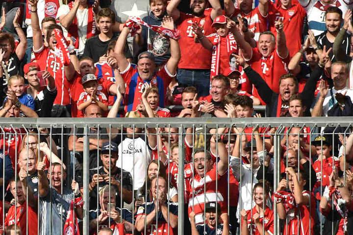 Statt 15 zahlen die Bayern-Fans 35 Euro um das Spiel gegen AEK Athen zu sehen. (Archivbild)