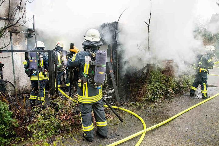 Die Feuerwehr war mit einem großen Aufgebot vor Ort.