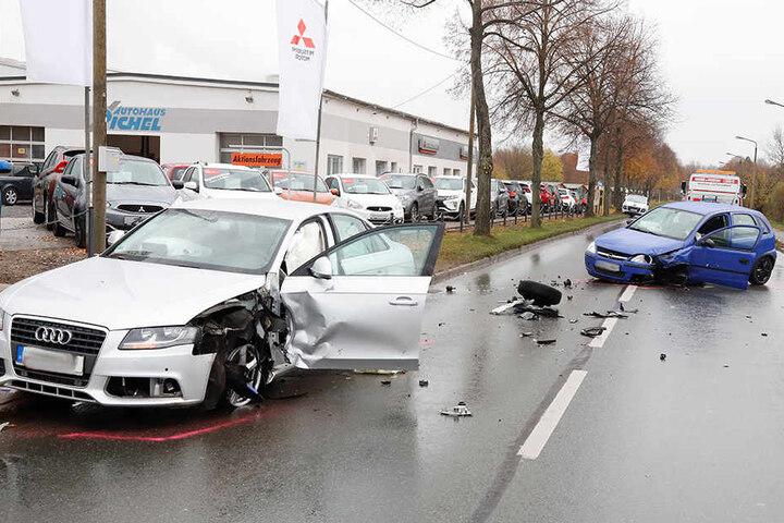 Der Opel war in den Gegenverkehr geraten und mit dem Audi kollidiert.