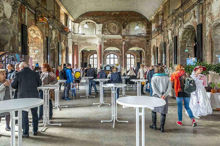 Im großen Saal im Palais im Großen Garten finden immer wieder große  Veranstaltungen statt.
