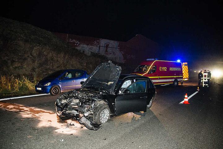 Insgesamt waren drei Autos an dem Unfall beteiligt.