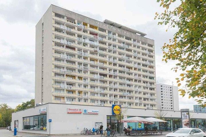 Der Eigentümer will das marode Hochhaus am Pirnaischen Platz sanieren.