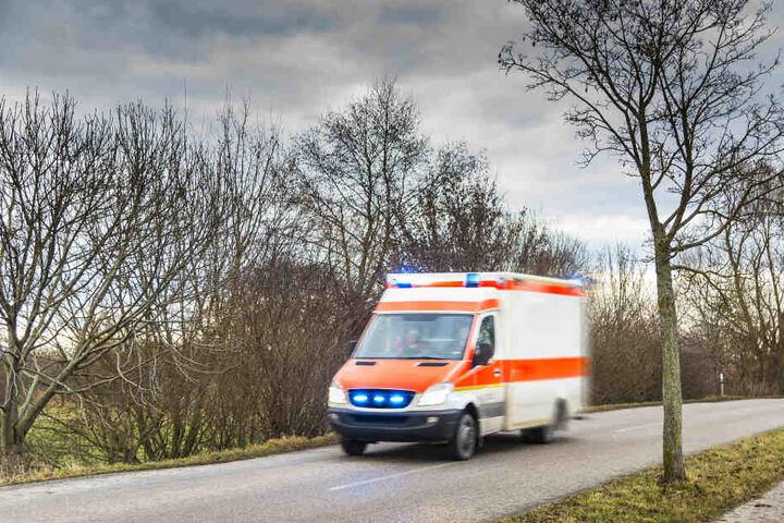 Der Porsche-Fahrer wurde schwer verletzt in ein Krankenhaus gebracht (Symbolbild).