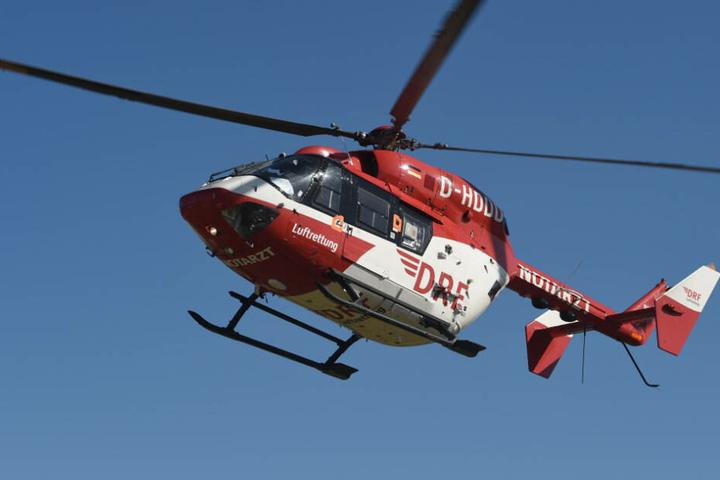 Der Fahrer des Kleinlasters musste mit einem Rettungshubschrauber in eine Klinik transportiert werden.