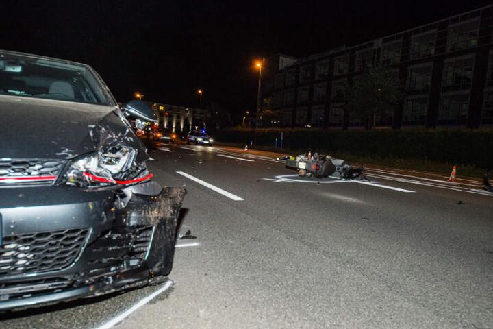 Der Rollerfahrer wurde bei dem Unfall schwer verletzt.
